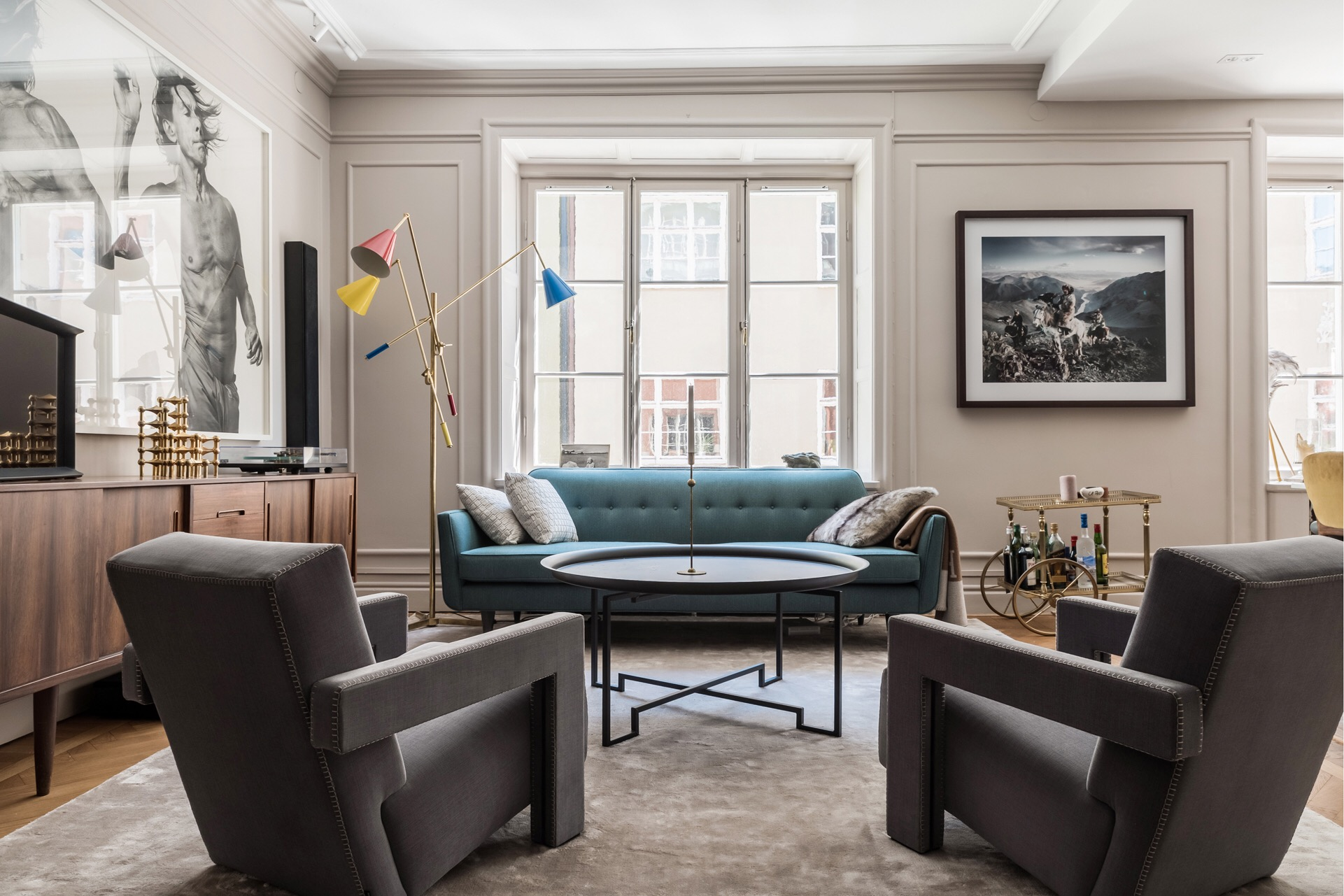 гостиная диван кресла комод