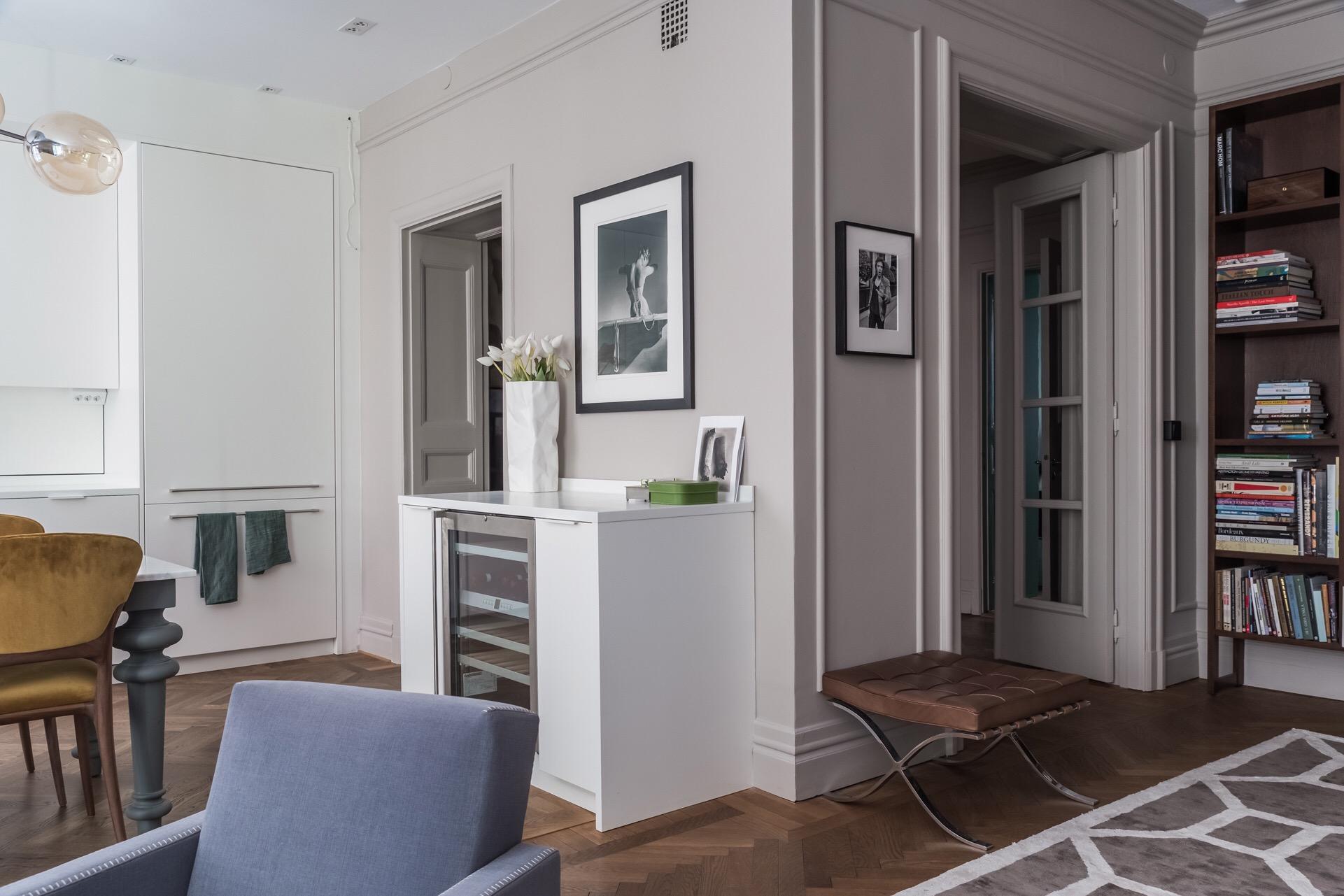 кухня гостиная винный шкаф коридор двери
