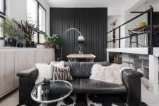гостиная кожаный диван черная стена остекление