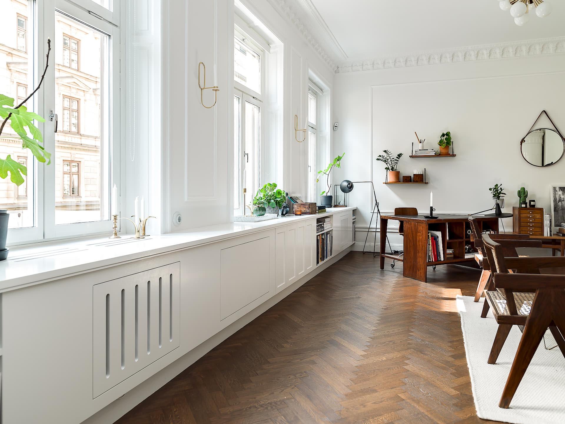 гостиная окна подоконник встроенные шкафы