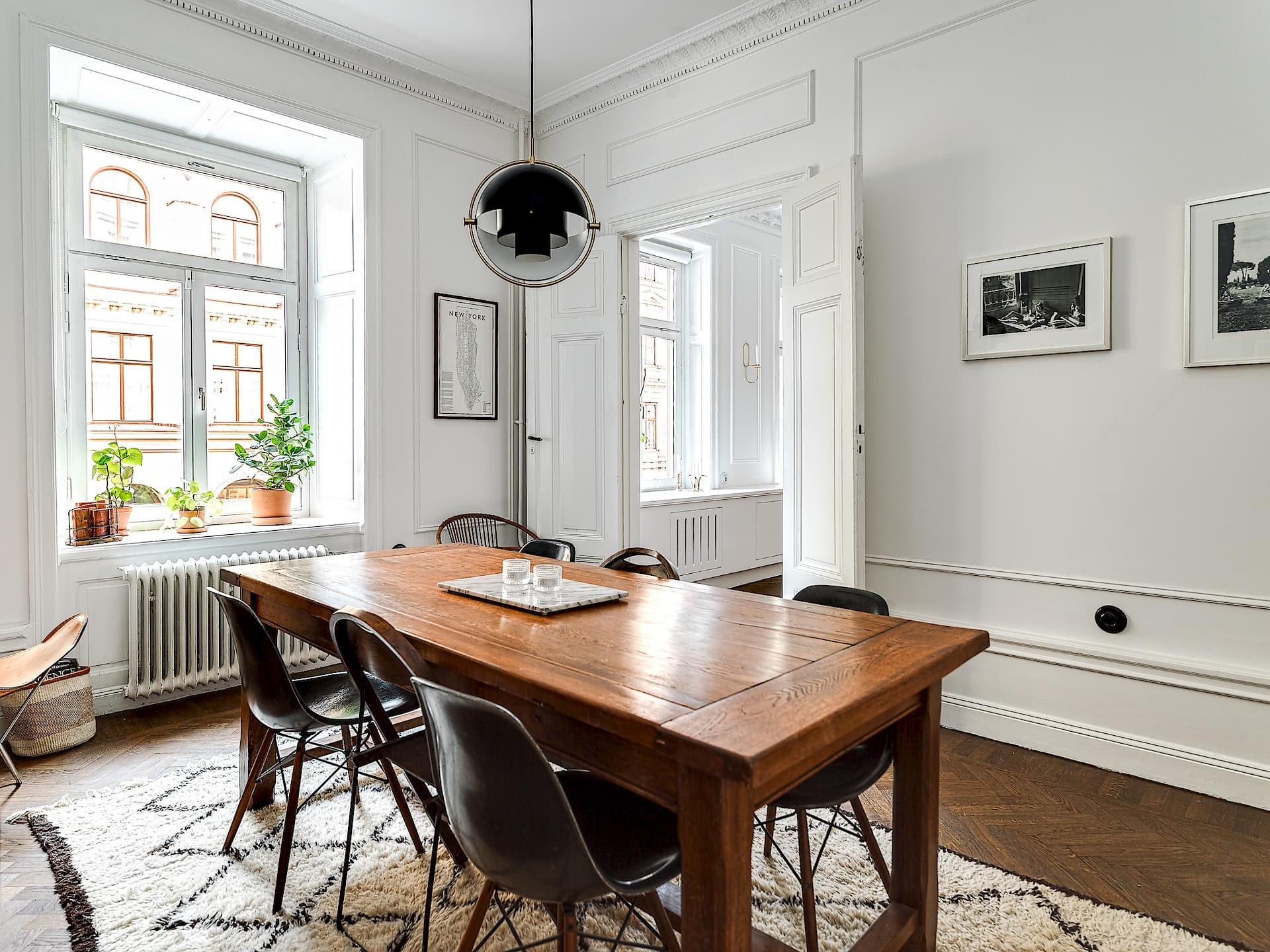 обеденный стол стулья столовая