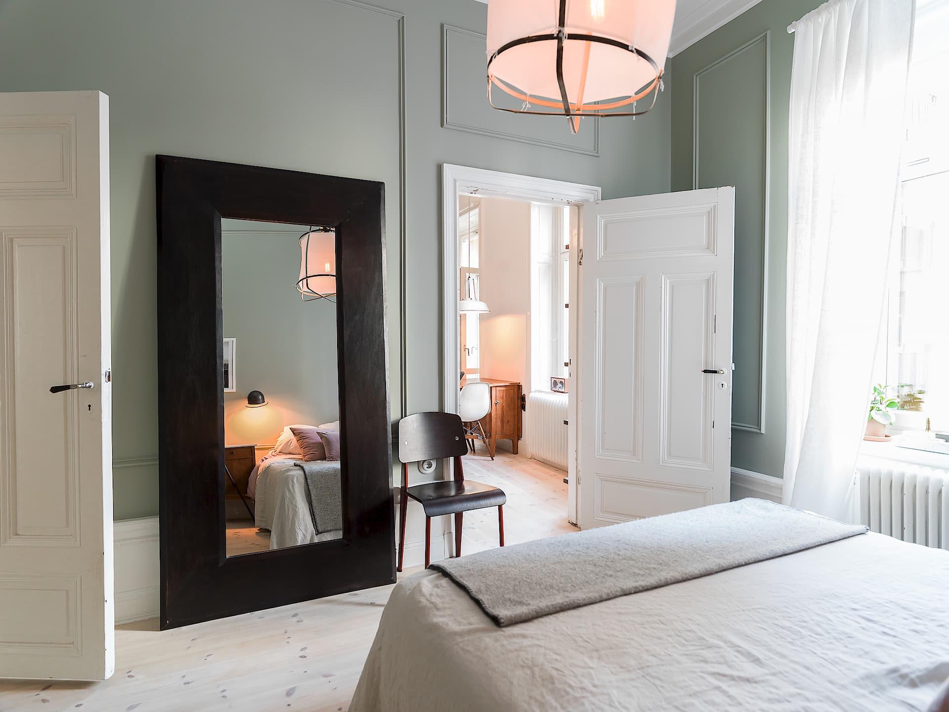 спальня напольное зеркало