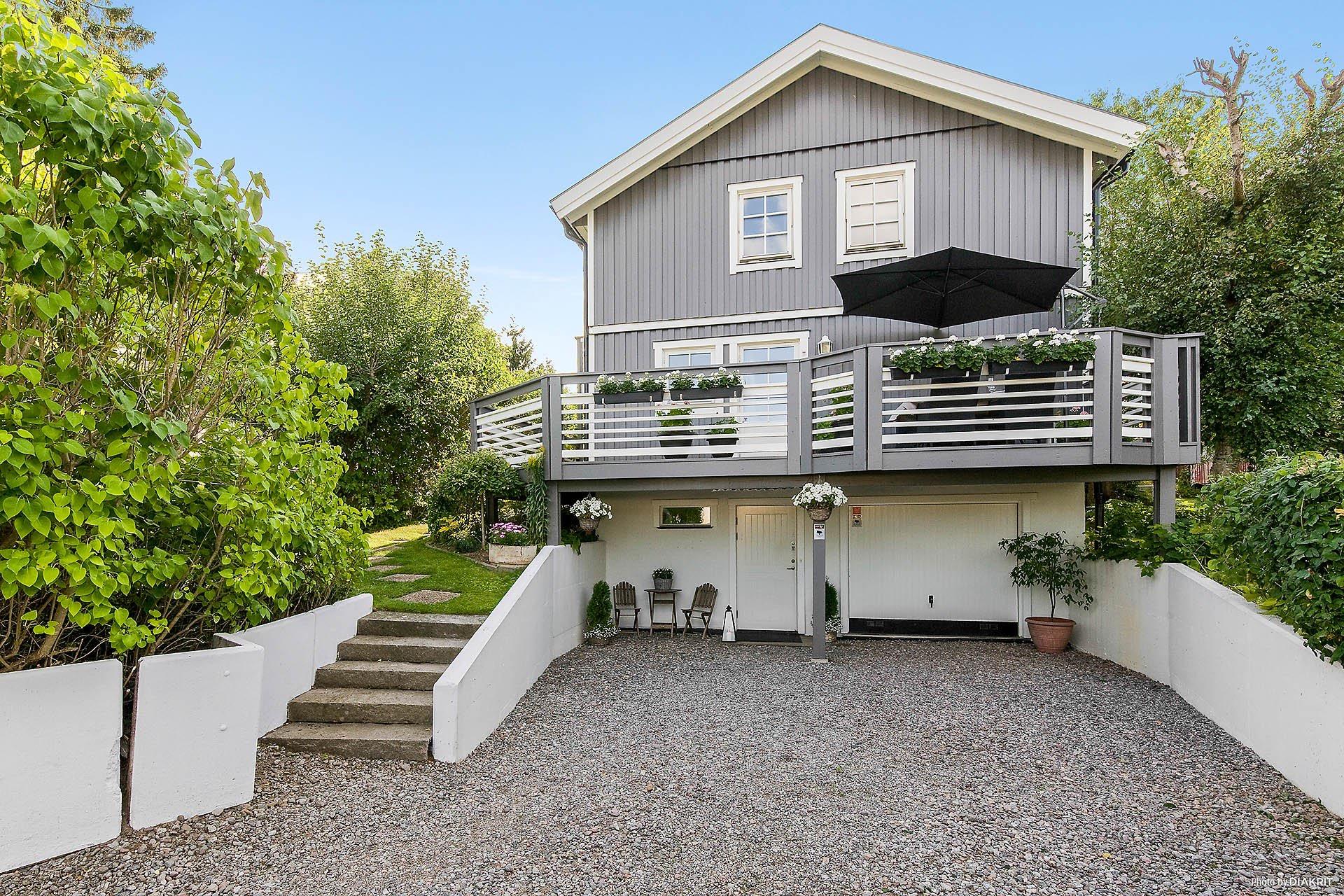 загородный деревянный дом гараж