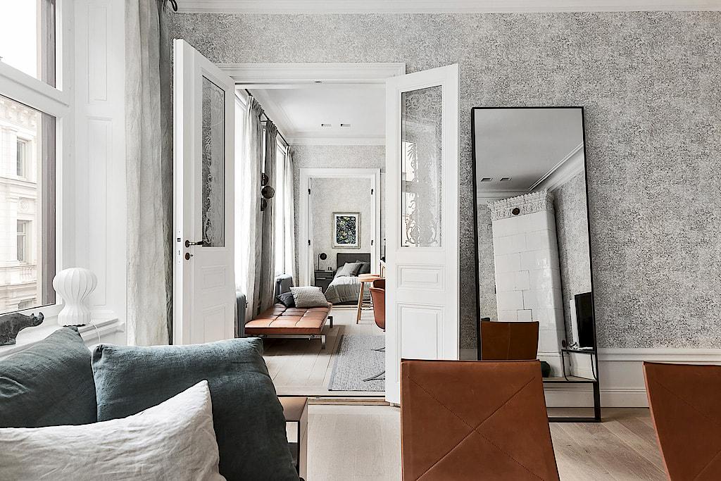 гостиная двери напольное зеркало