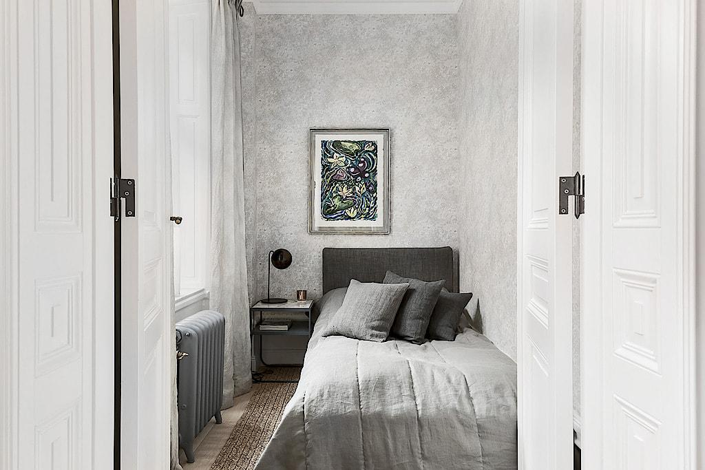 спальня кровать окно радиатор