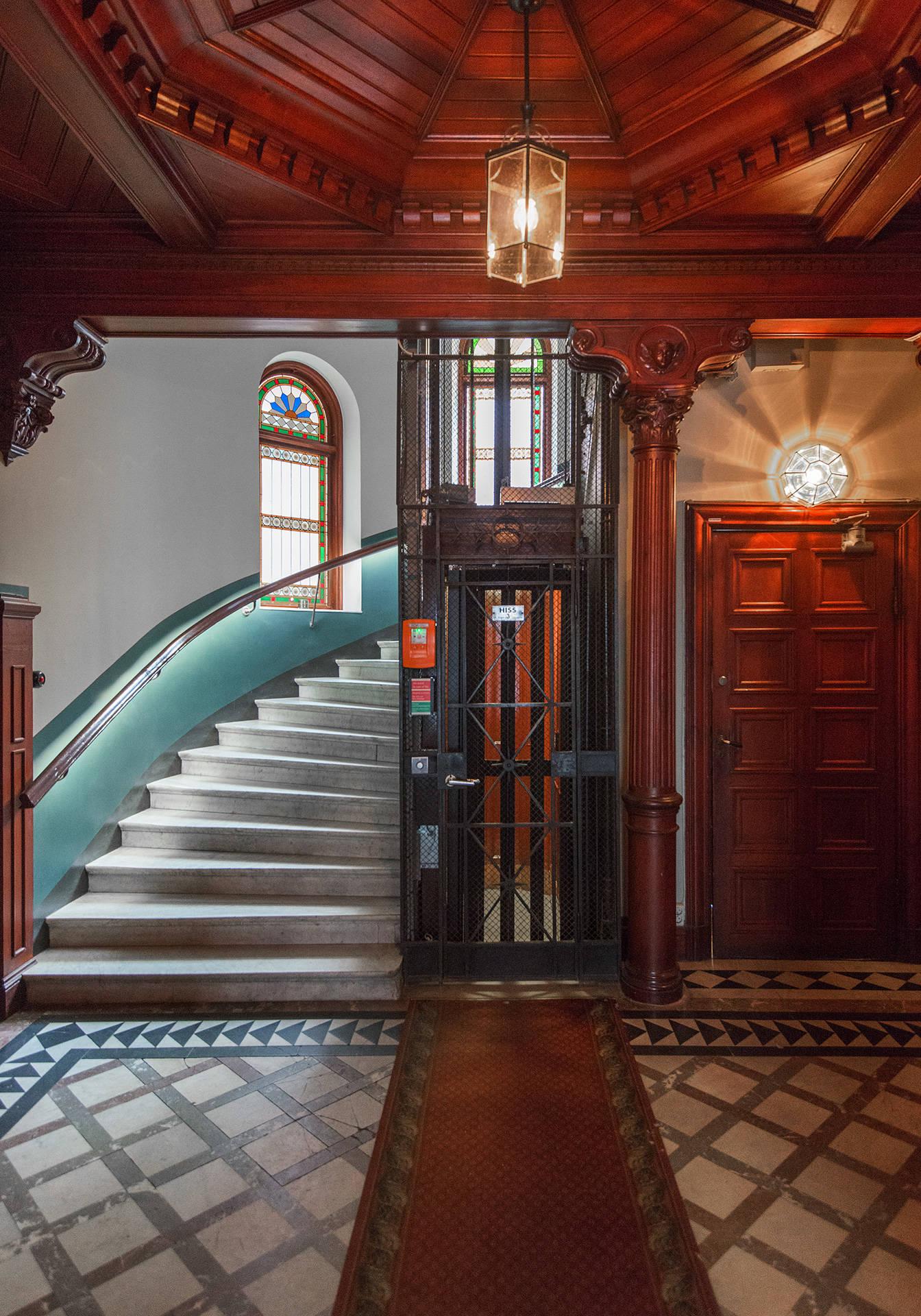 подъезд лестница лифт