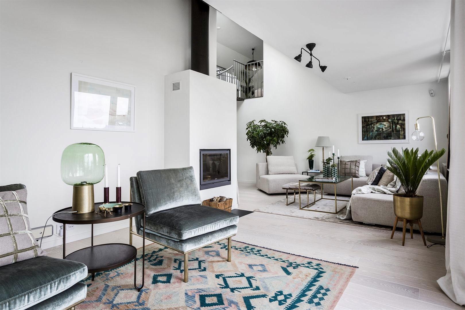 гостиная мягкая мебель ковер журнальный столик кресло камин дрова
