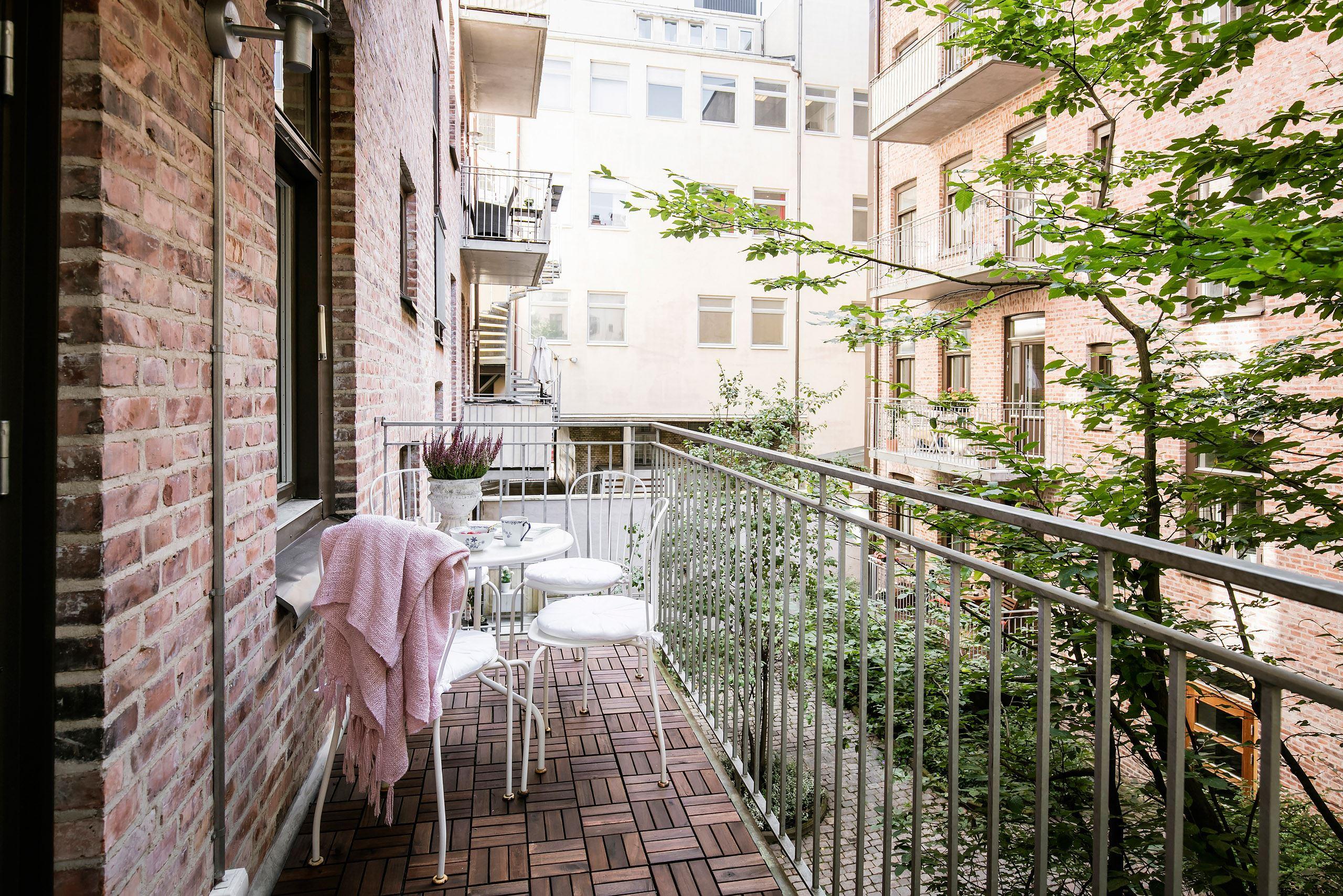 балкон деревянный настил уличная мебель