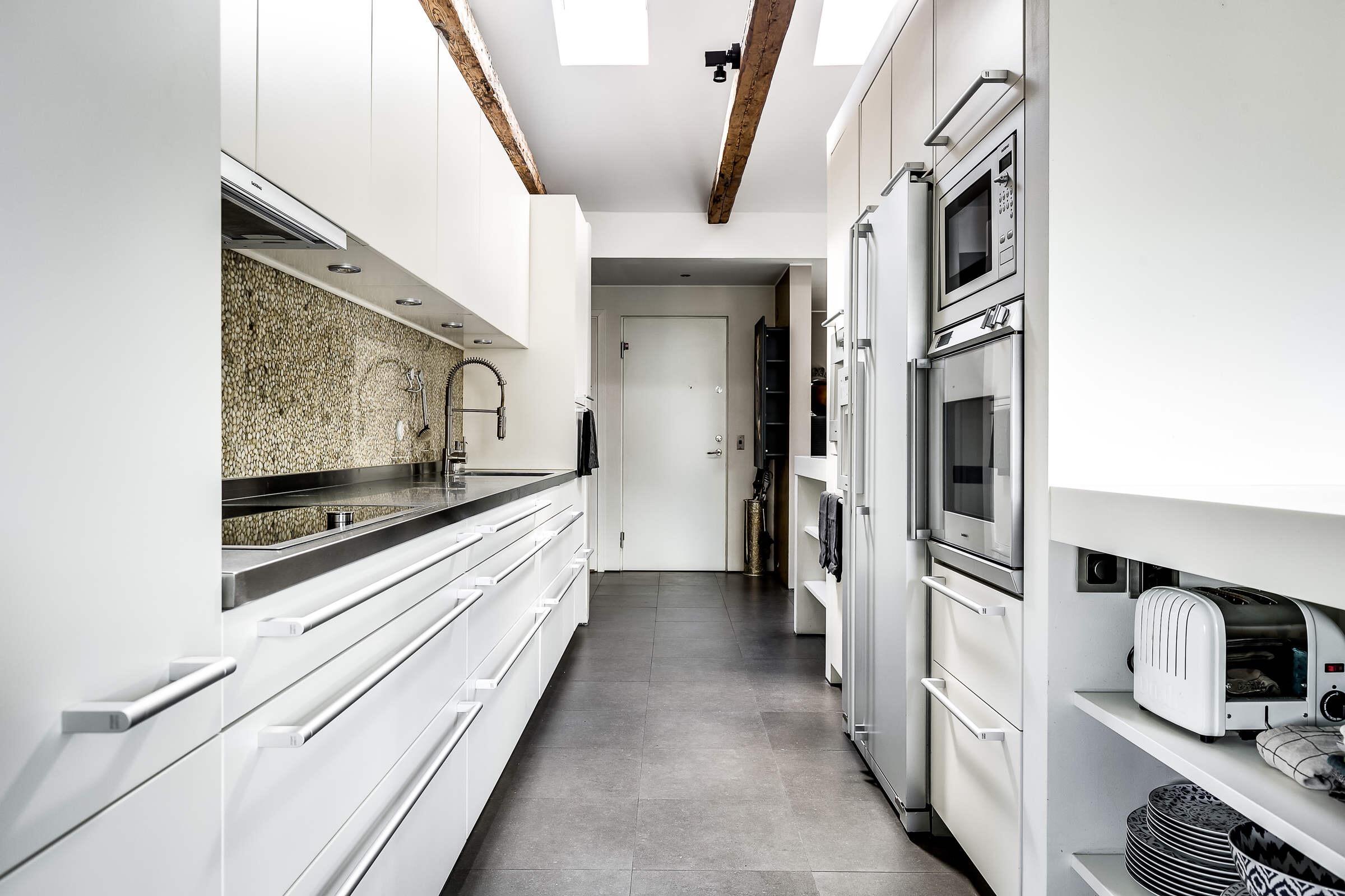 кухонная мебель встроенная техника холодильник