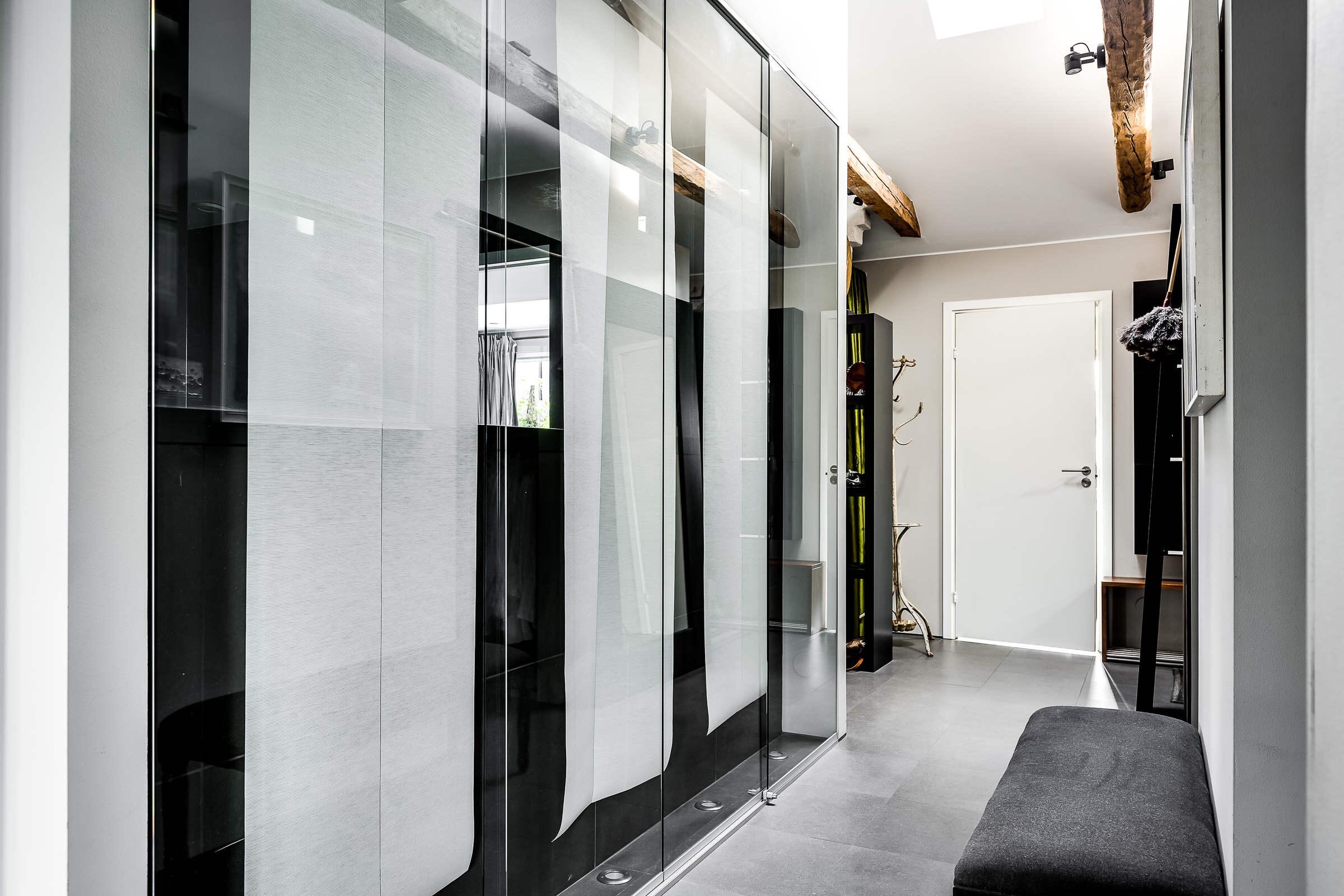 коридор стеклянная перегородка стена входная дверь