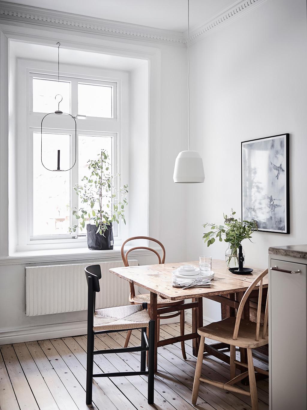кухонный обеденный стол стулья лампа над столом