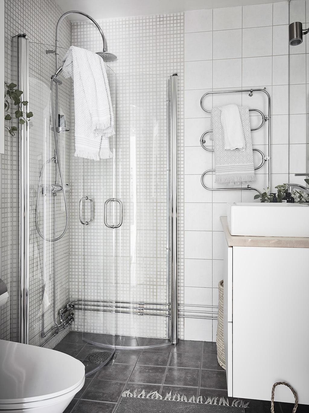 санузел душ раковина комод полотенцесушитель