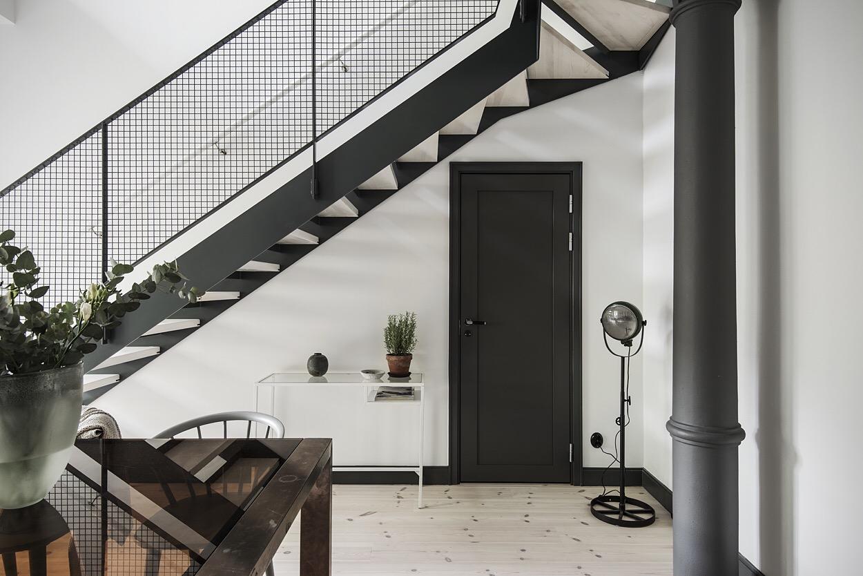 лестница белые сиены деревянный пол