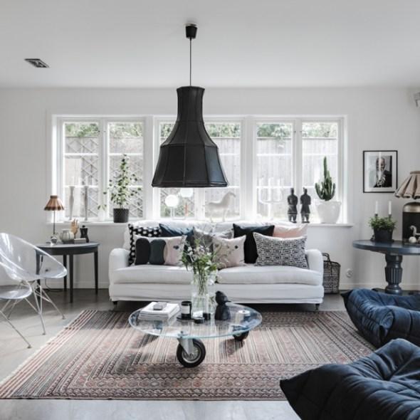 гостиная окно диван столик ваза ковёр кресло