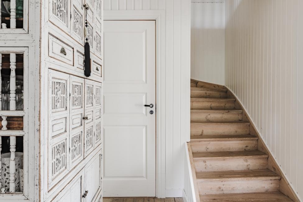 лестница дверь