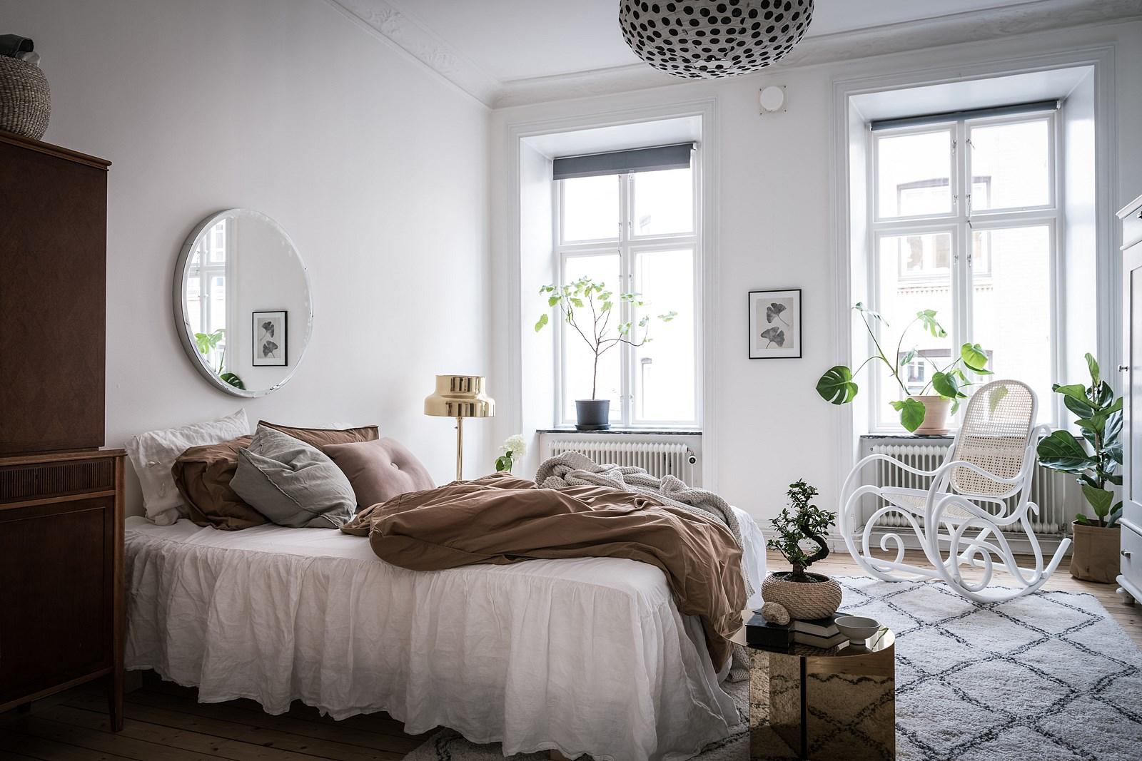 спальня окно кровать текстиль лампа в горошек