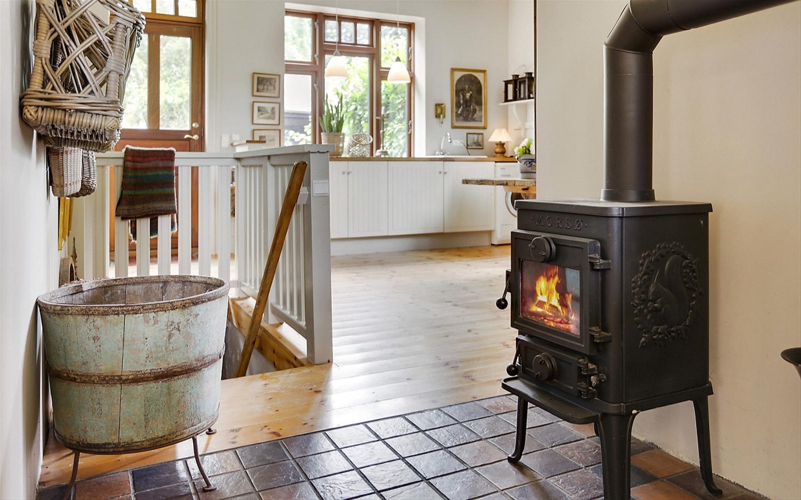 дровяная печь пол плитка лестница перила