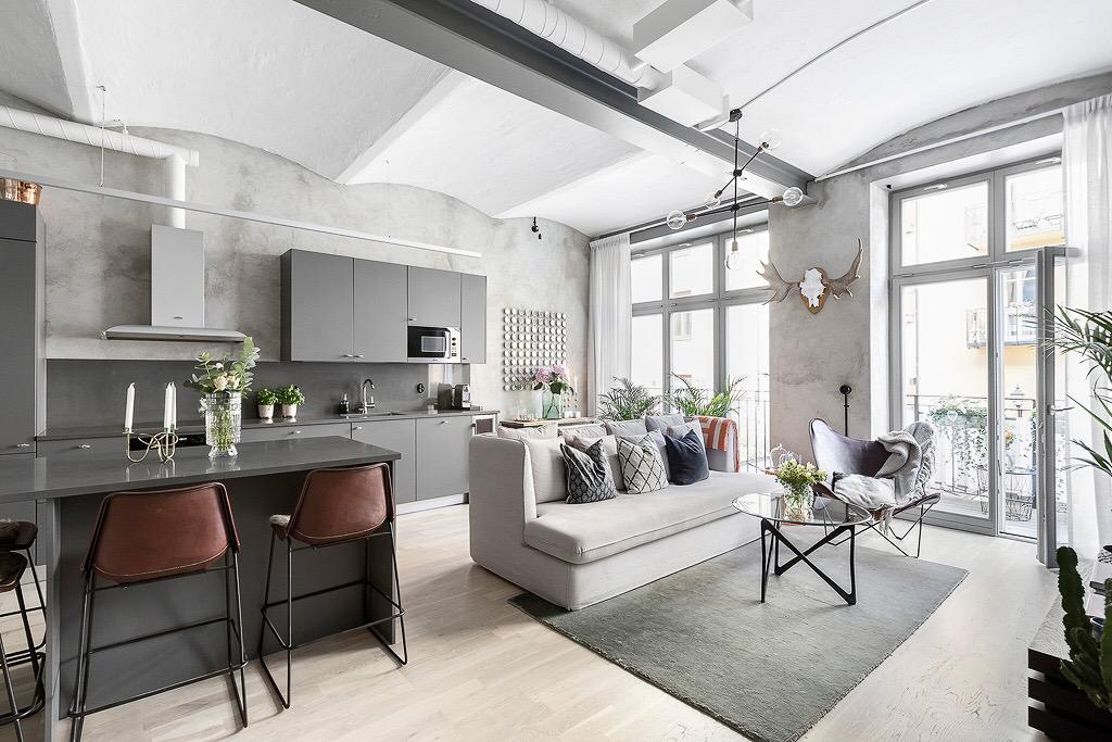 совмещенная кухня гостиная высокий потолок своды стены микроцемент