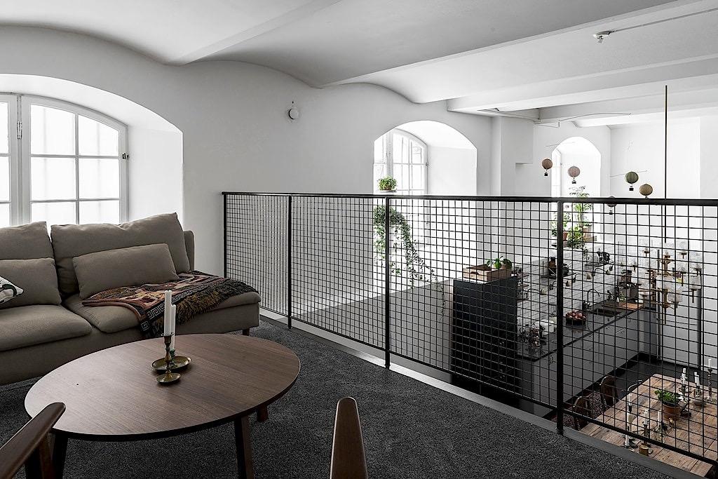 балкон над гостиной диван ковер