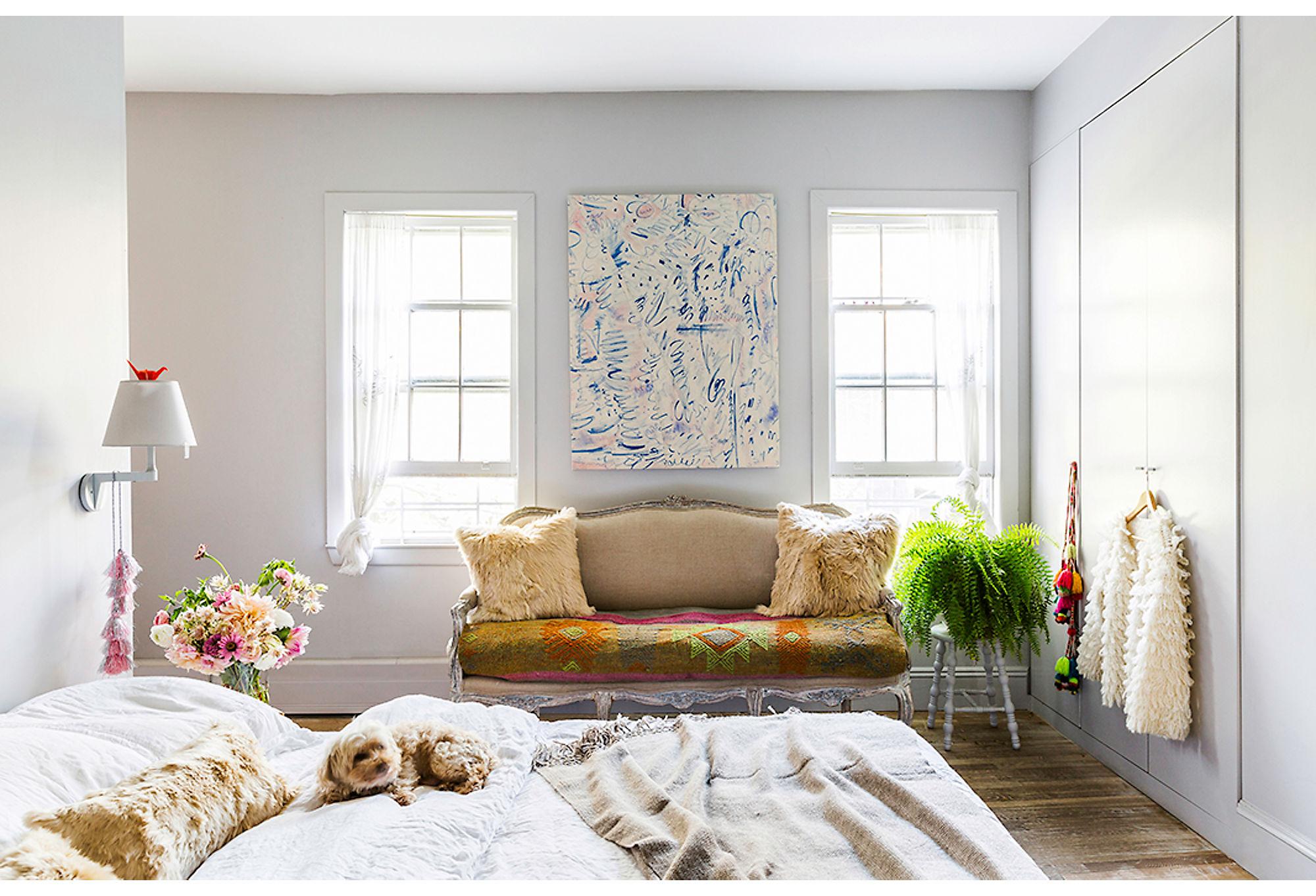 спальня встроенный шкаф диван текстиль