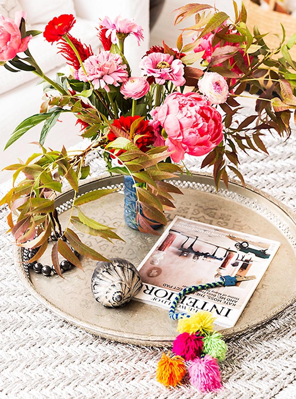 поднос ваза цветы бижутерия журнал