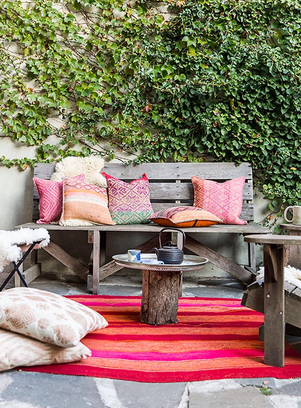 терраса уличная садовая мебель подушки ковер