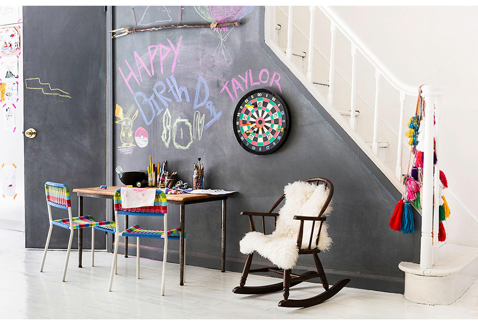 лестница стена меловая школьная доска дартс рисование