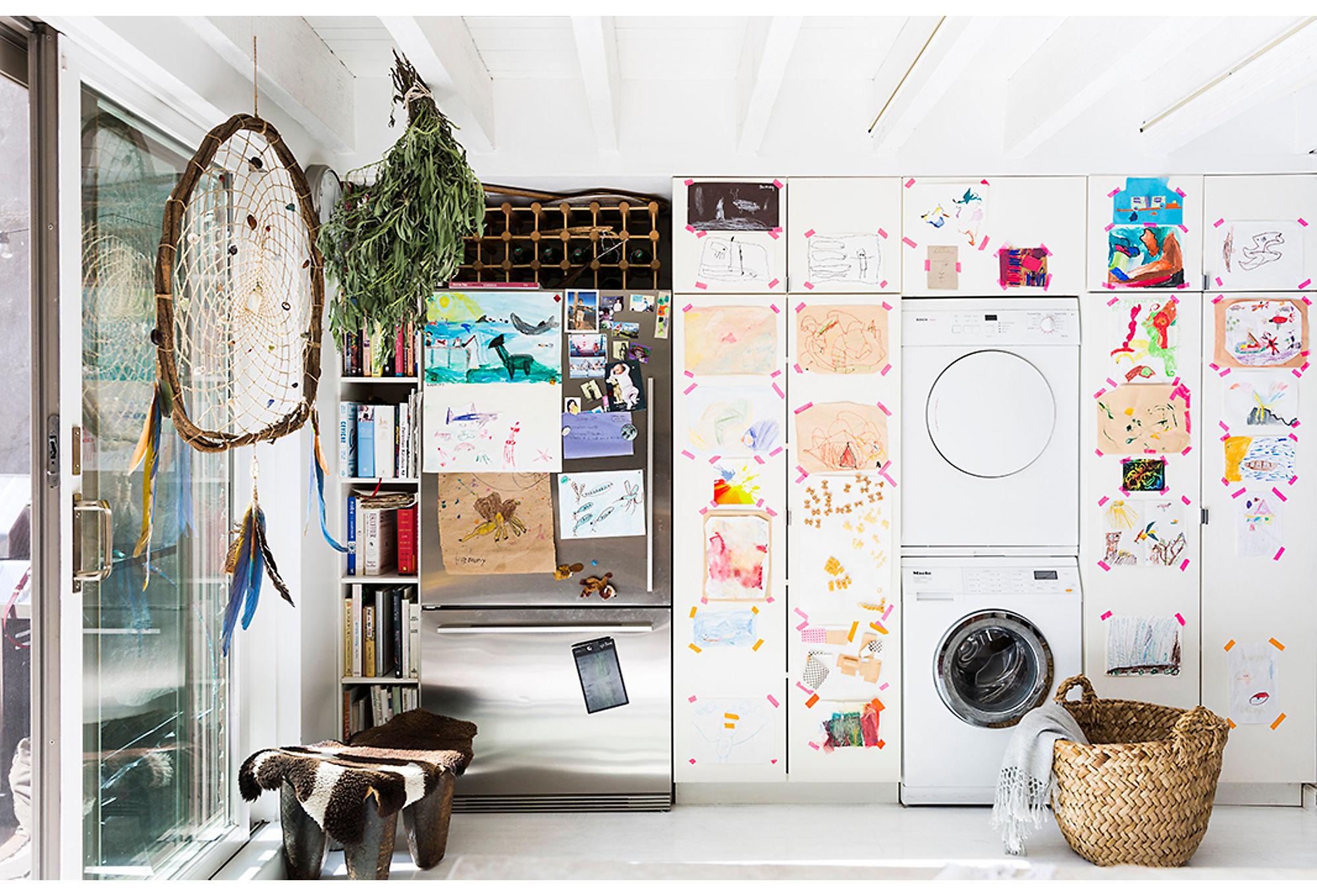 кухонные шкафы холодильник стиральная сушильная машина корзина детские рисунки