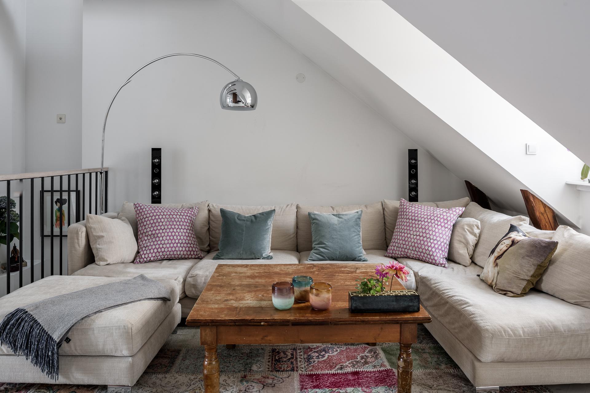 мансарда диван подушки