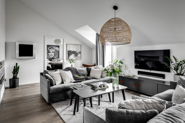гостиная диваны подушки телевизор