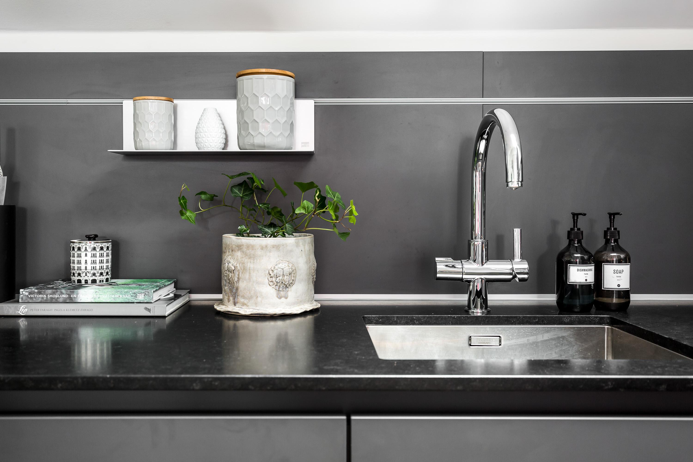 кухонная мебель столешница мойка смеситель