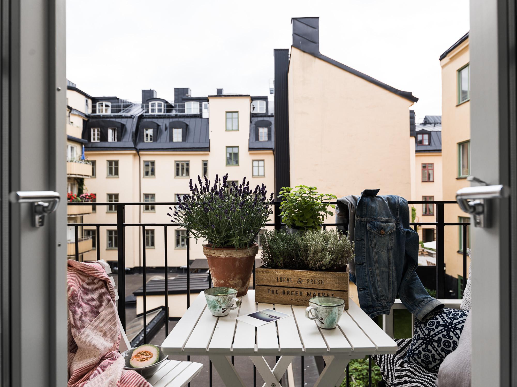 балкон цветы мебель