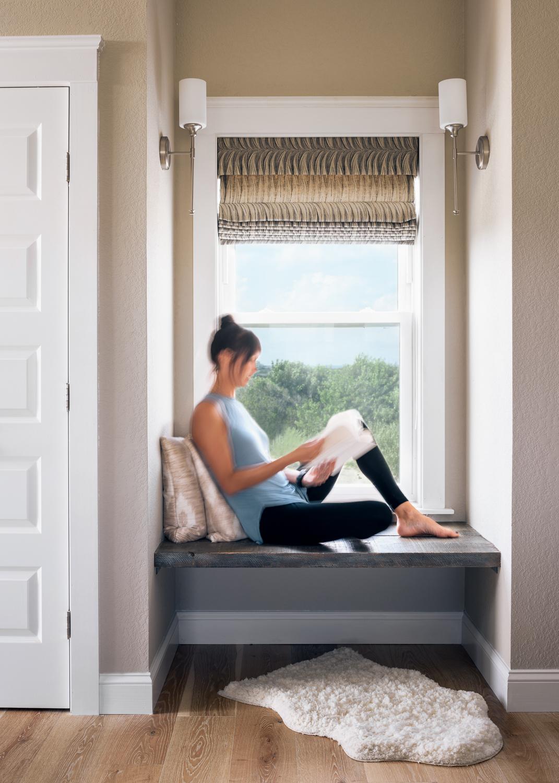 окно римская штора подушки
