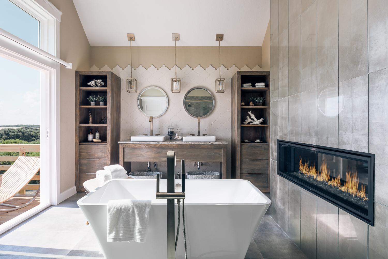 ванная комната камин ванна напольный смеситель двойная раковина шкафы