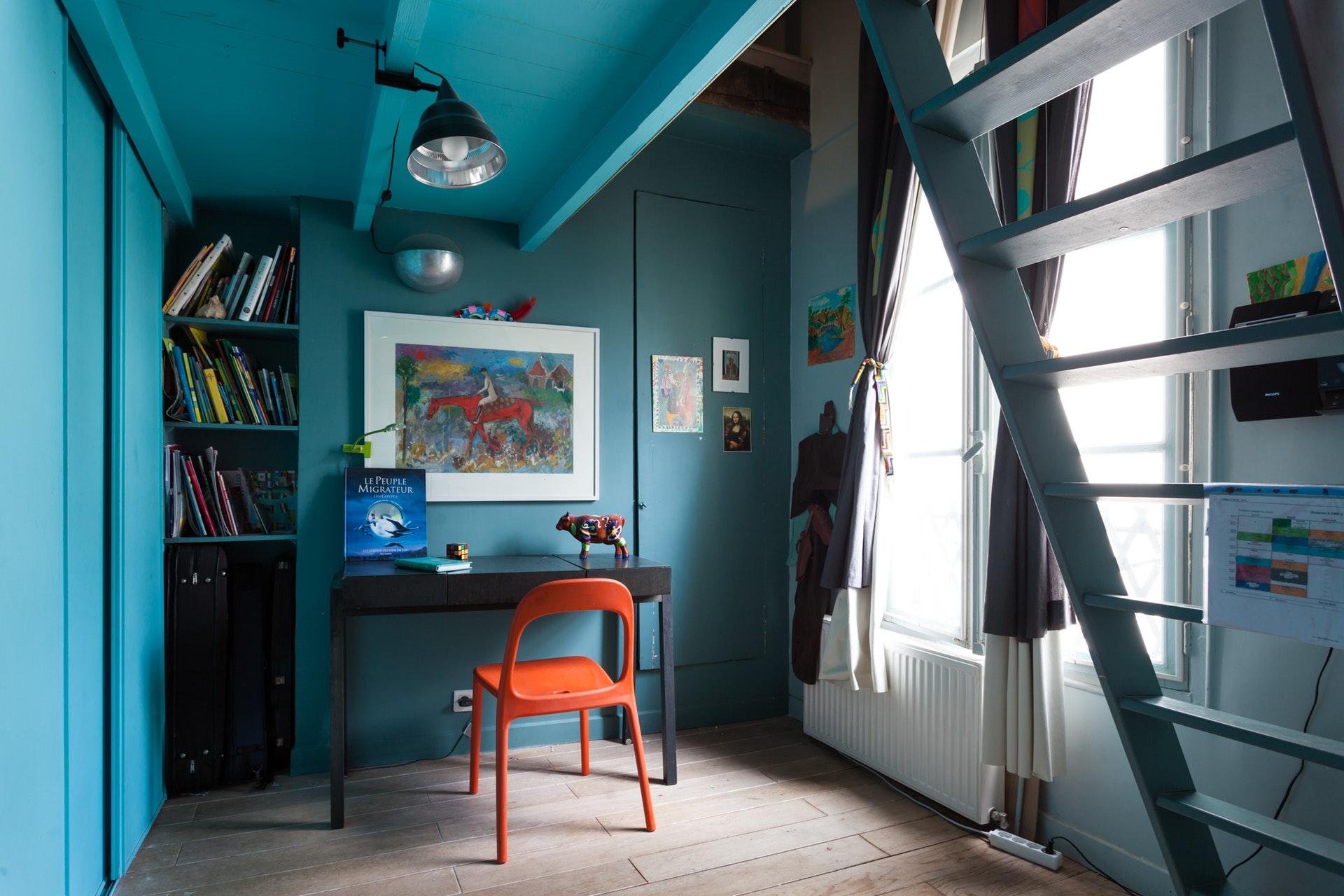 детская комната встроенный шкаф стол полки антресоли
