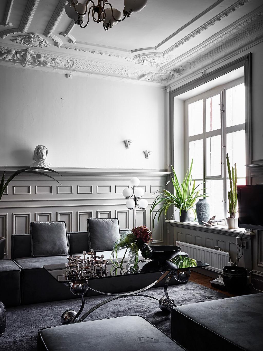 комната стеновые панели потолок лепнина окно наличники подоконник радиатор отопления