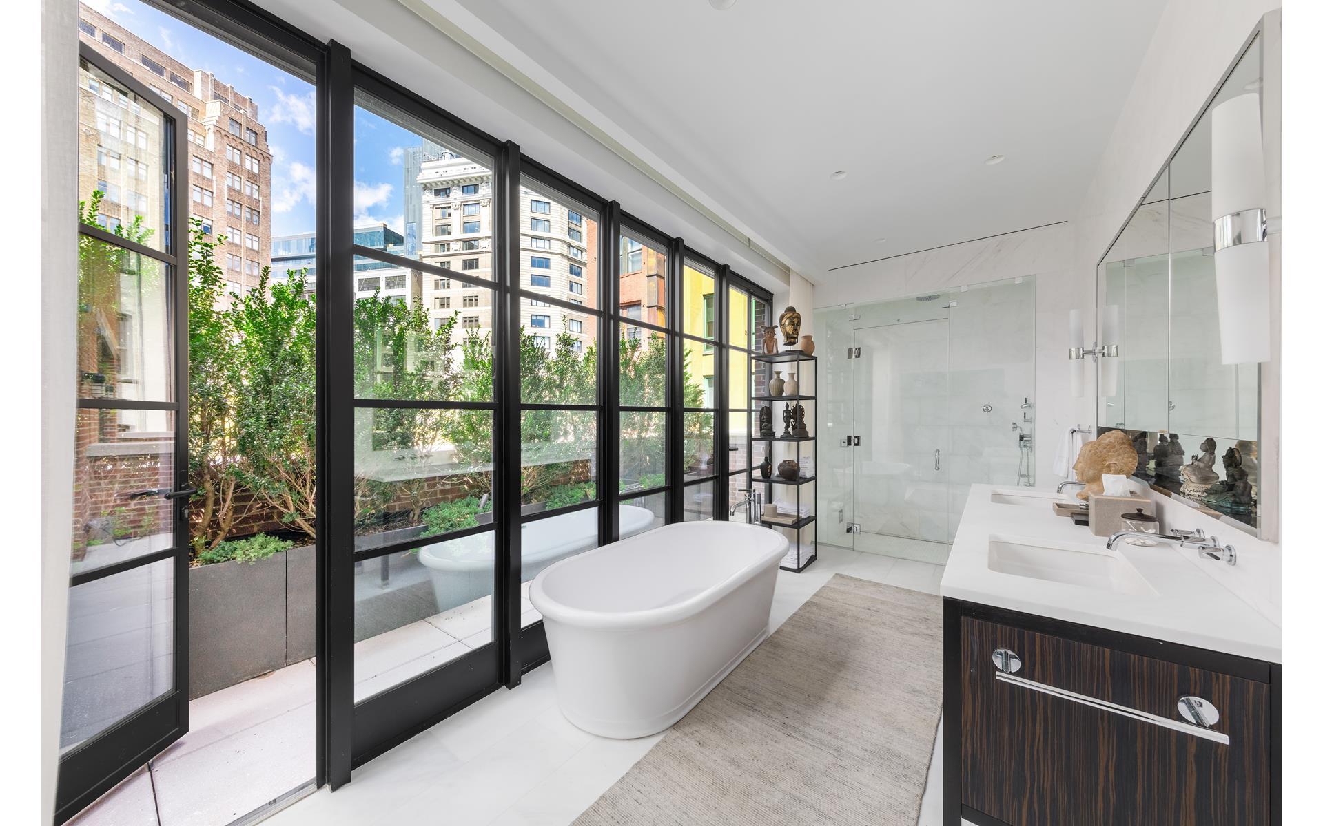ванная комната ванна душевая кабина раковина комод панорамное остекление выход на террасу
