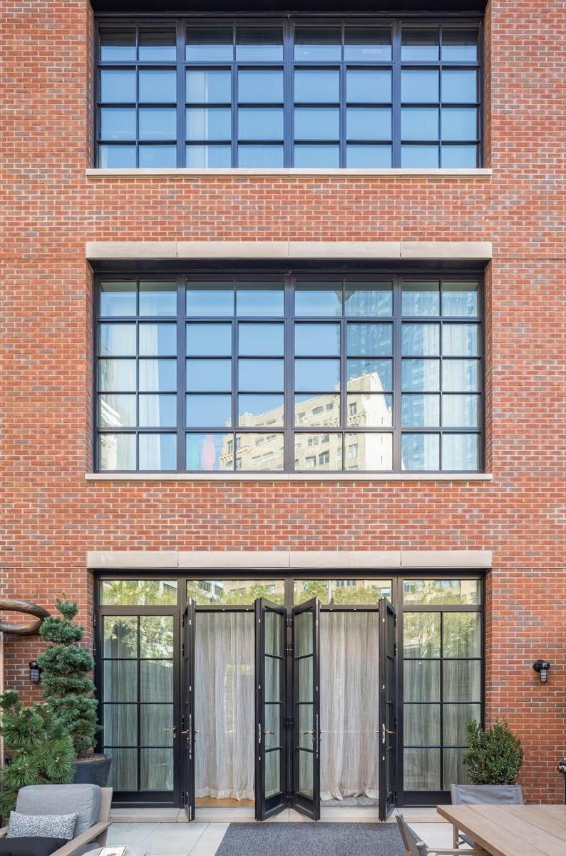 кирпичный фасад остекление двери