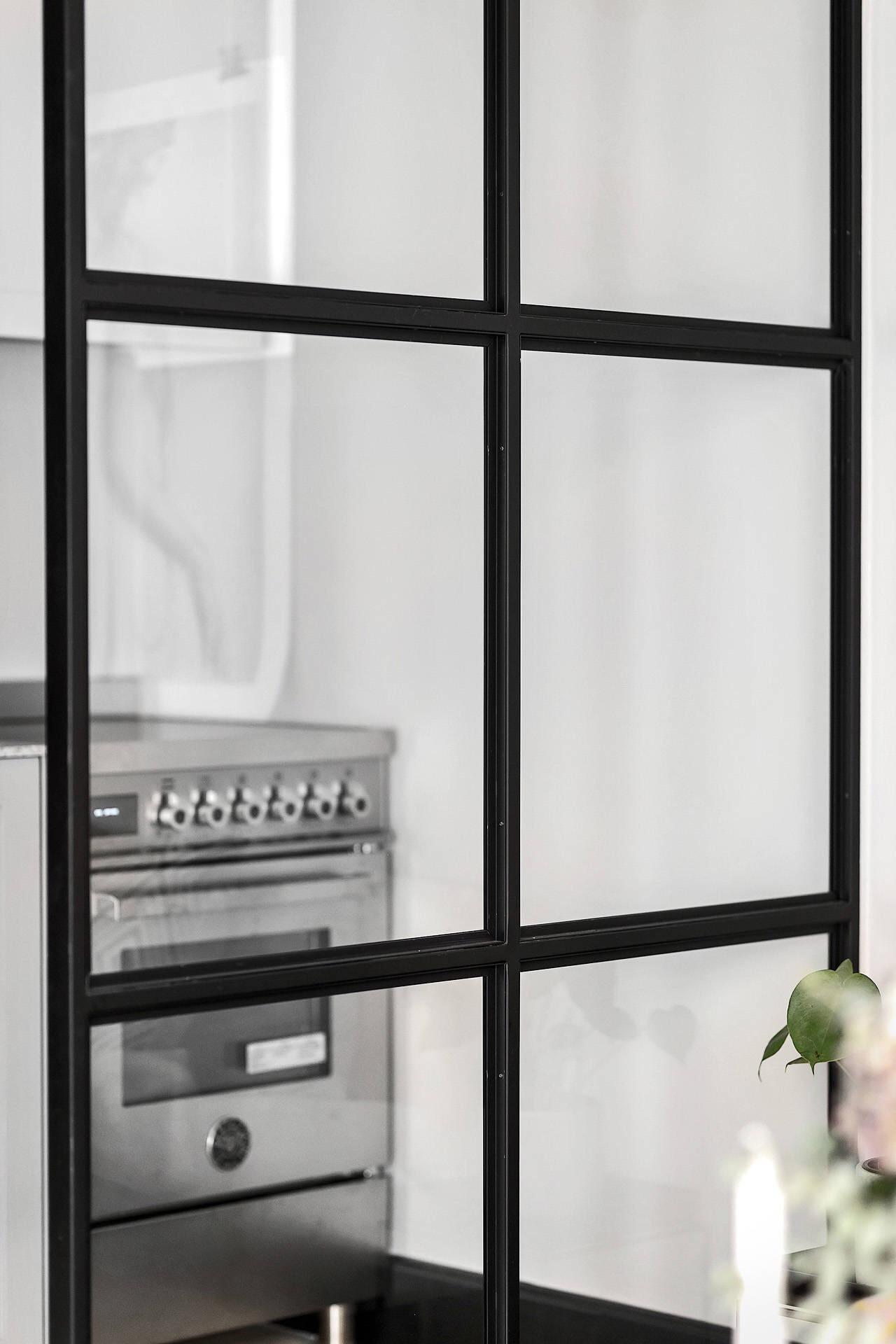 сварная стеклянная перегородка квартира студия