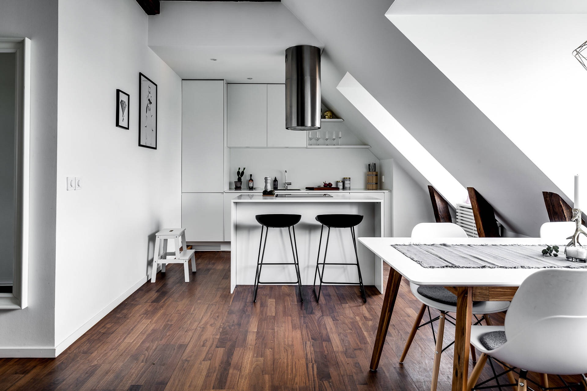 кухонная мебель остров барные стулья
