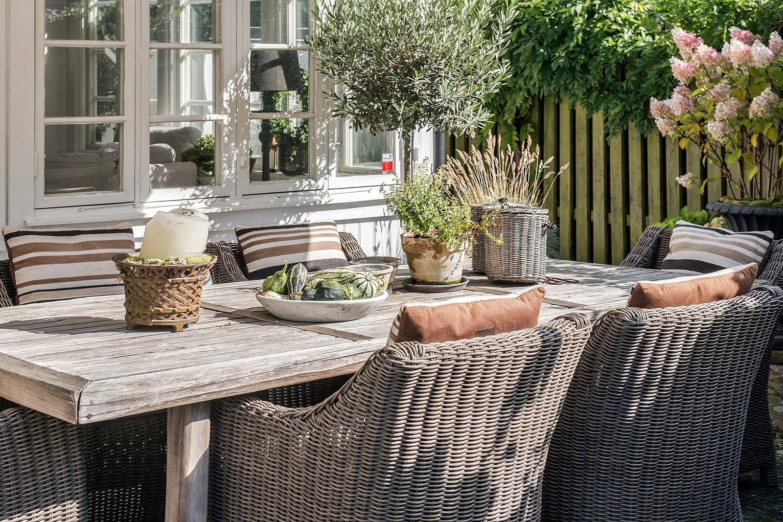 терраса уличная садовая плетёная мебель