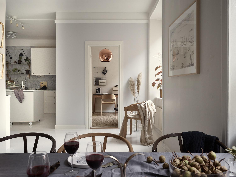 кухня гостиная белые стены светлый пол