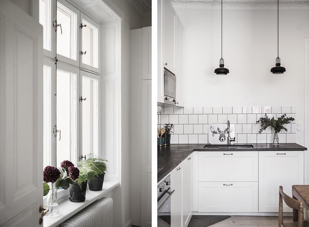 кухонная мебель белые фасады филёнка белая плитка окно откосы подоконник радиатор отопления цветы