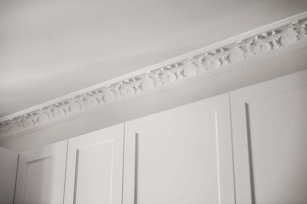 потолок карниз гипсовая лепнина
