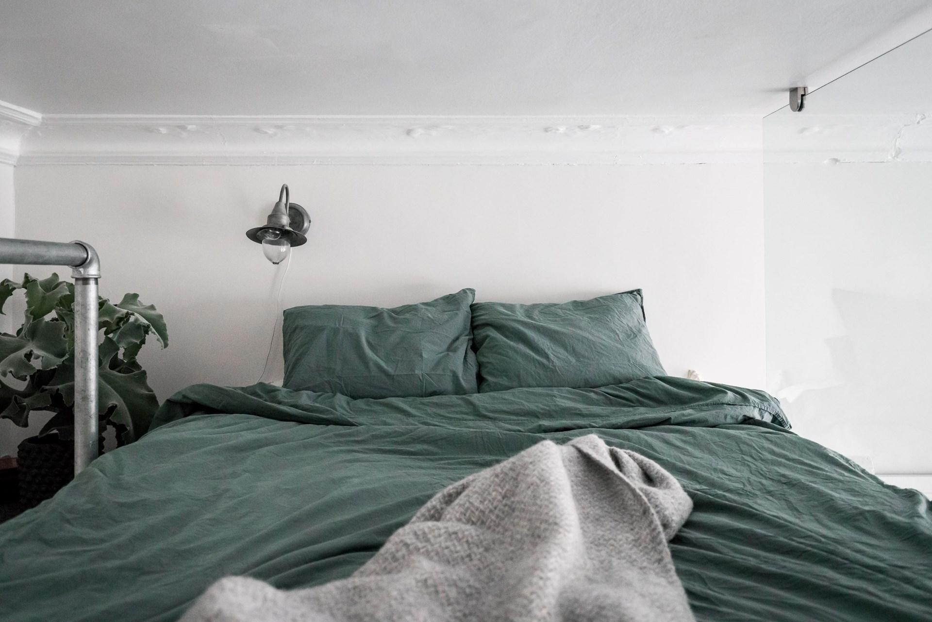 антресоли стекло кровать