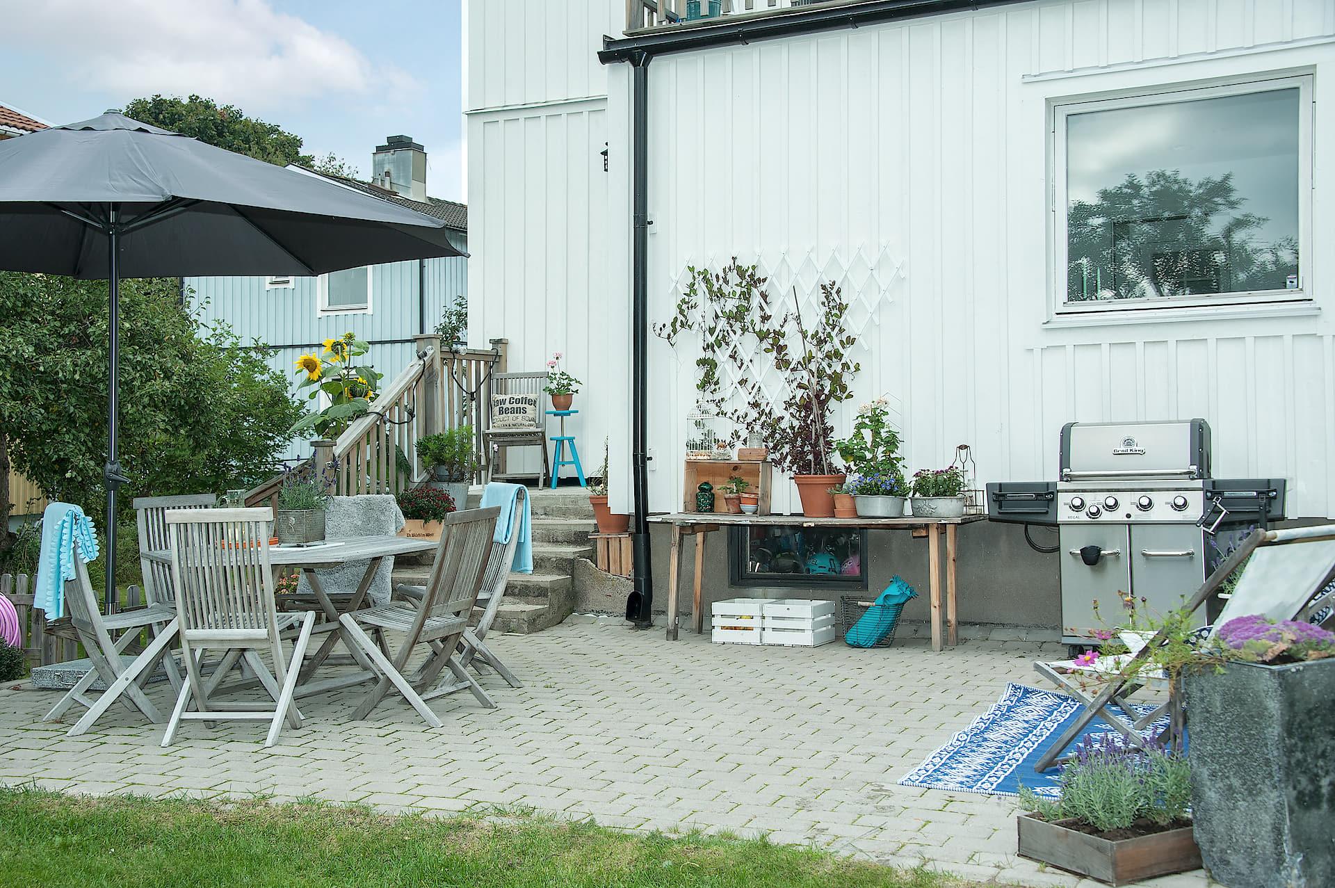 терраса плитка садовая мебель зонт гриль