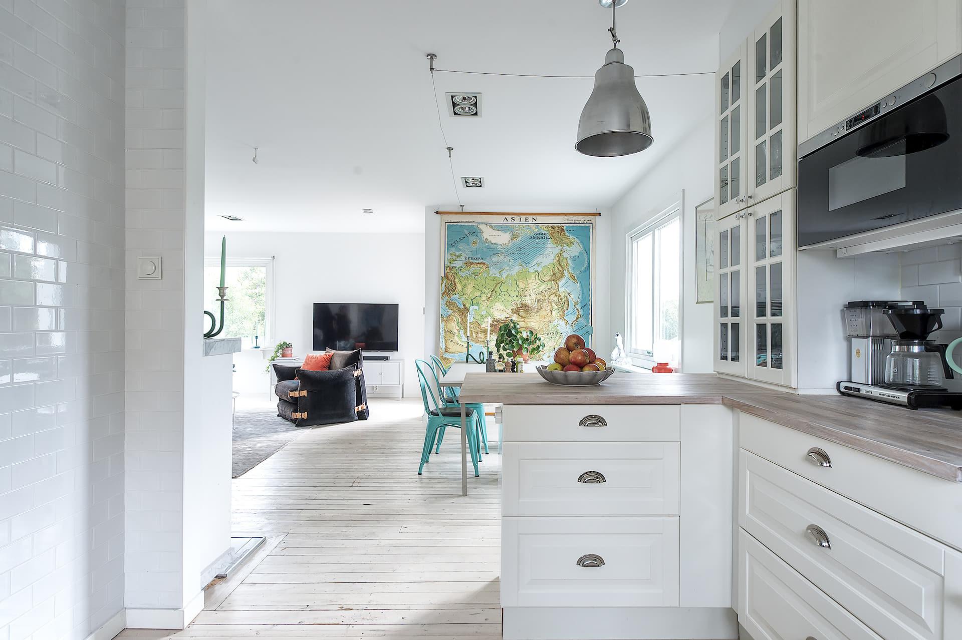 кухонная мебель деревянный пол