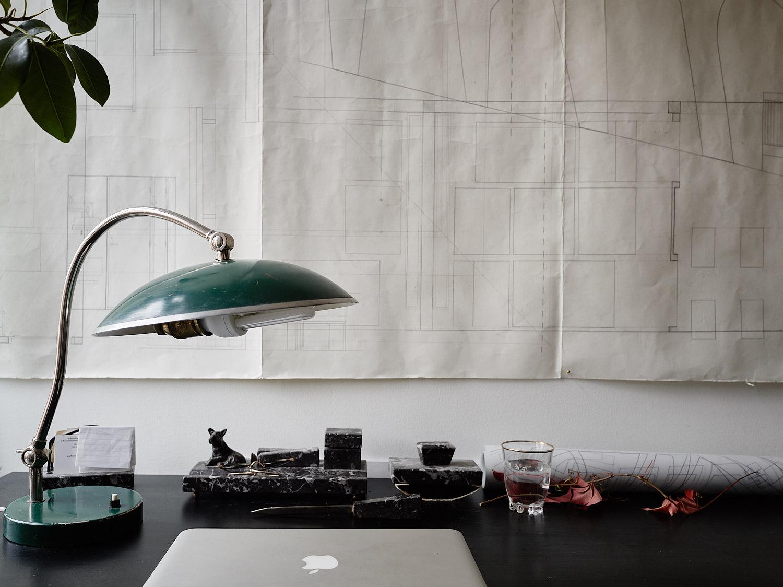 рабочий стол чертеж набросок настольная лампа