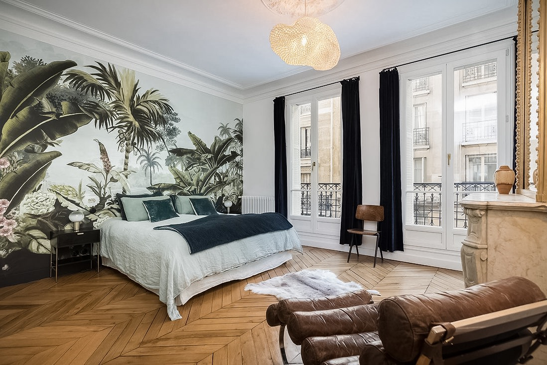 спальня камин французские окна