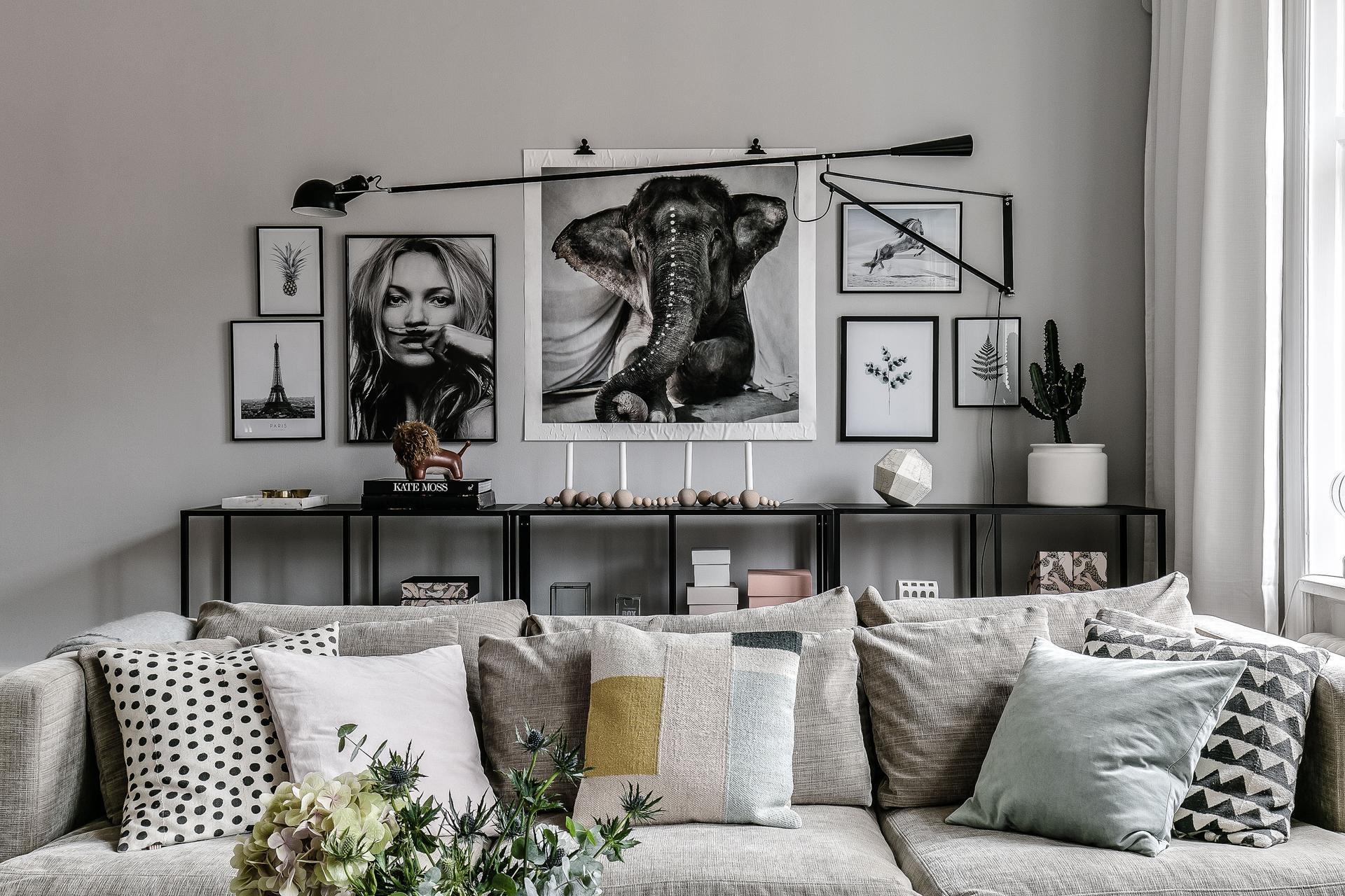 гостиная диван стеллаж
